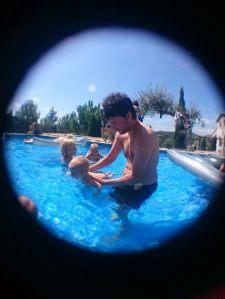 gemelos piscina